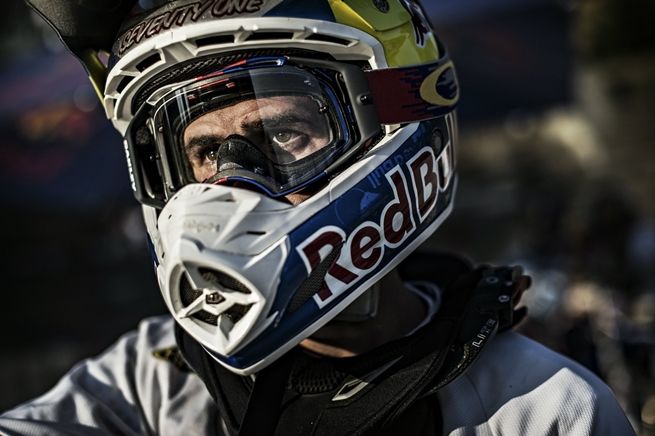 dany-torres-casco-red-bull-x-fighters