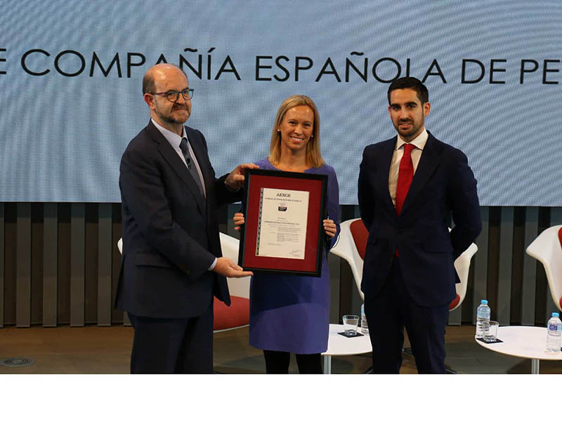 Manuel Romero Manuel Romero, Marketing Director AENOR, Cristina Fabre, director of internal auditing, Compliance and Risks at Cepsa, Javier Nájera, head of Ethics and Compliance at Cepsa