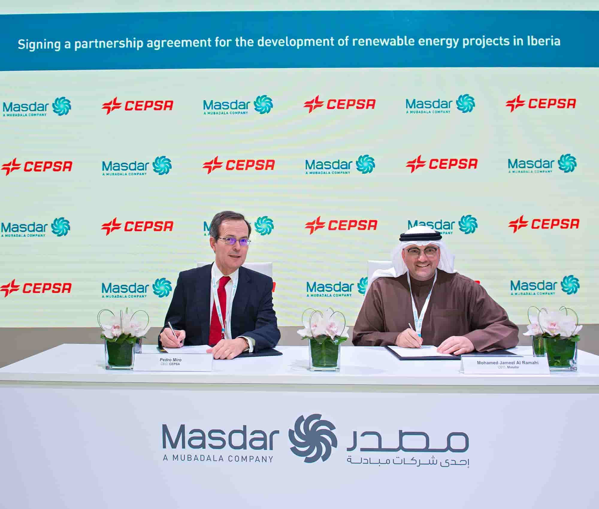 Pedro Miró, CEO of Cepsa, and Mohammed Jameel Al Ramahi, CEO of Masdar, at the signing of the agreement.