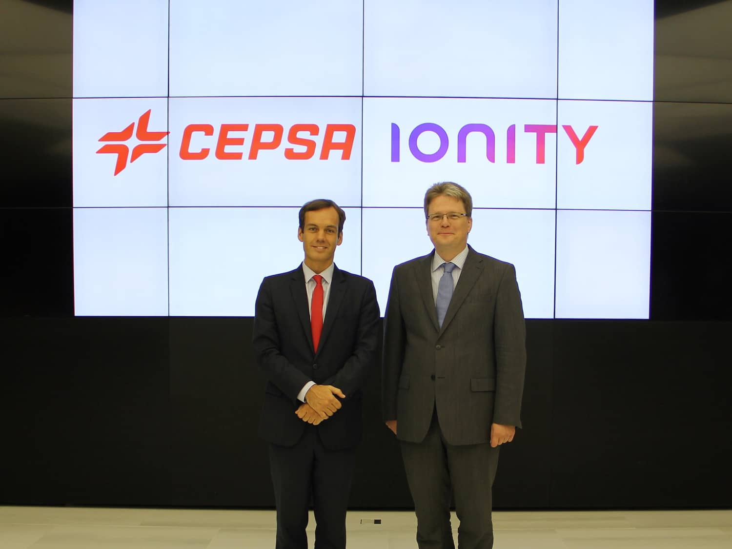 Héctor Perea, Cepsa's Director of Strategy and Corporate Development and Marcus Groll, IONITY's Managing Director and COO